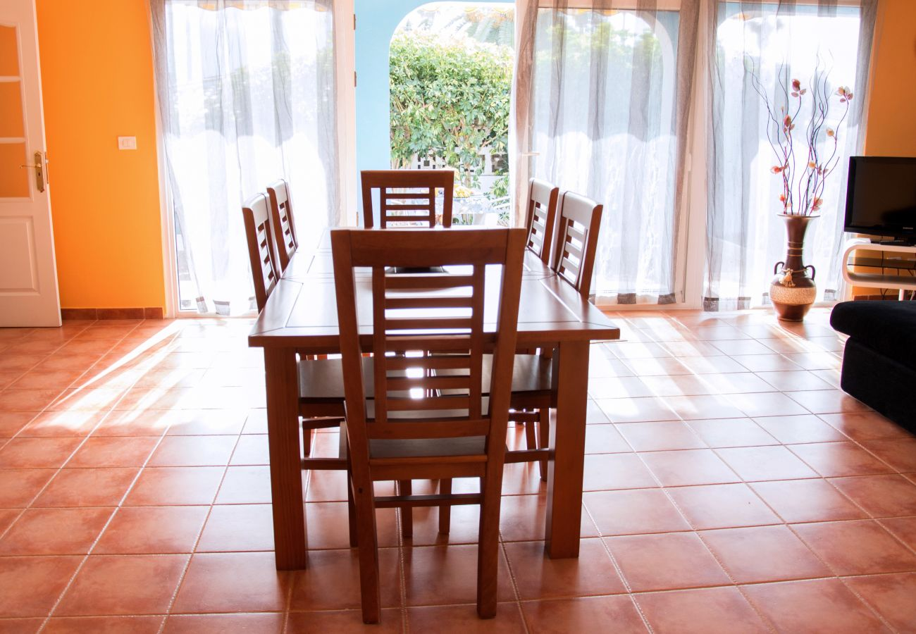House in Puerto de la Cruz - Family House with Private Pool & BBQ