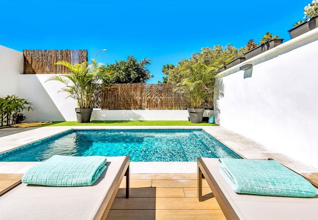 in Adeje - Romantic Bungalow with Private Pool & Barbeque