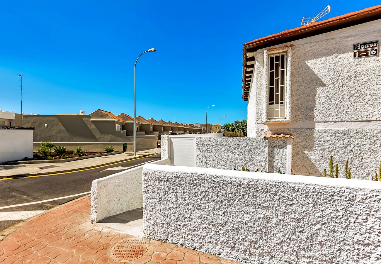 House in Adeje - Romantic Bungalow with Private Pool & Barbeque